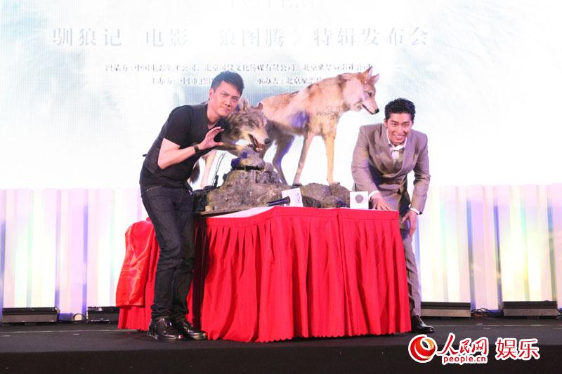 《狼图腾》驯狼特辑揭秘 冯绍峰回忆狼友当场