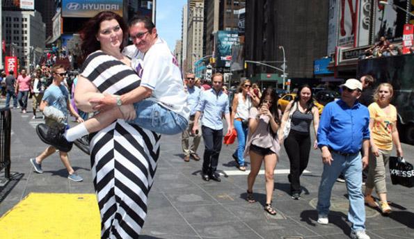 250斤矮化号女模靠超大男人赚钱情趣内衣墙纸图片