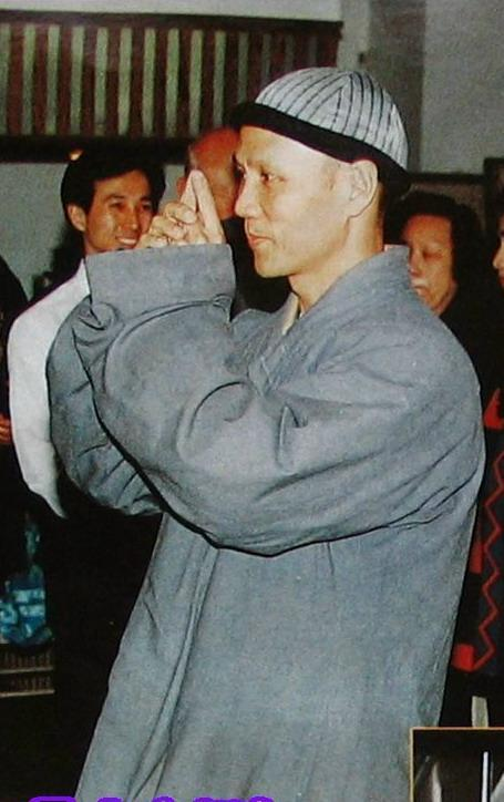 李玉刚被曝台北出家 皈依佛门的明星