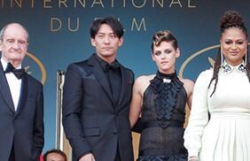 张震路过第71届戛纳电影节开幕式红毯电影版从你的全世界亮相图片